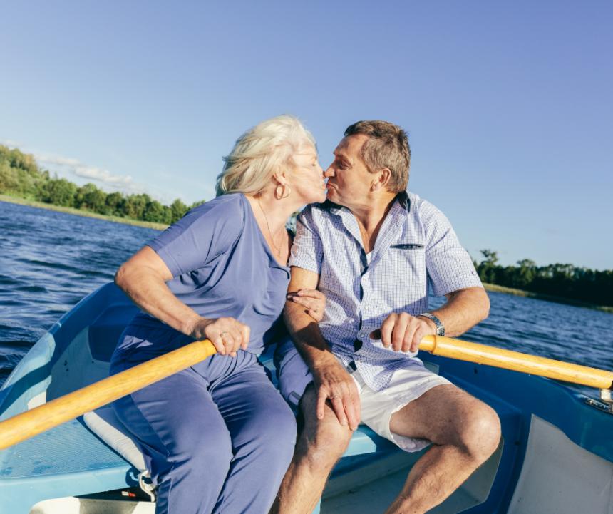 הגיל השלישי –  חום, קירבה, משיכה, ביטחון ואמון אם תרצו, זוהי התשובה החד משמעית לתחושת הלבד.